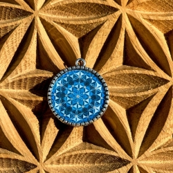 pendentif-mandala-fleur-de-vie-en-metal