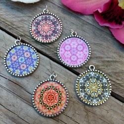 Pendentif Mandala Fleur de Vie en métal