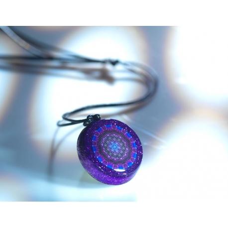 pendentif-generateur-dorgone-rayon-violet-fleur-de-vie